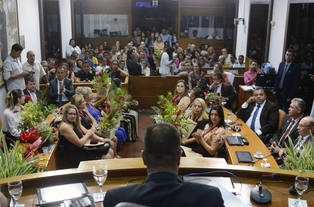 Câmara realiza solenidade em homenagem às mulheres