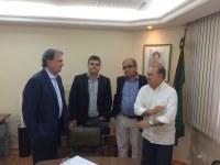 PRESIDENTE DA CÂMARA PARTICIPA DE REUNIÃO COM PRESIDENTE DA DOCAS